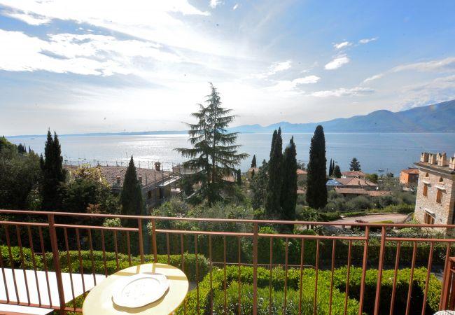 Apartment in Torri del Benaco - Appartamento In Residence Con Piscina-Torri Del Be