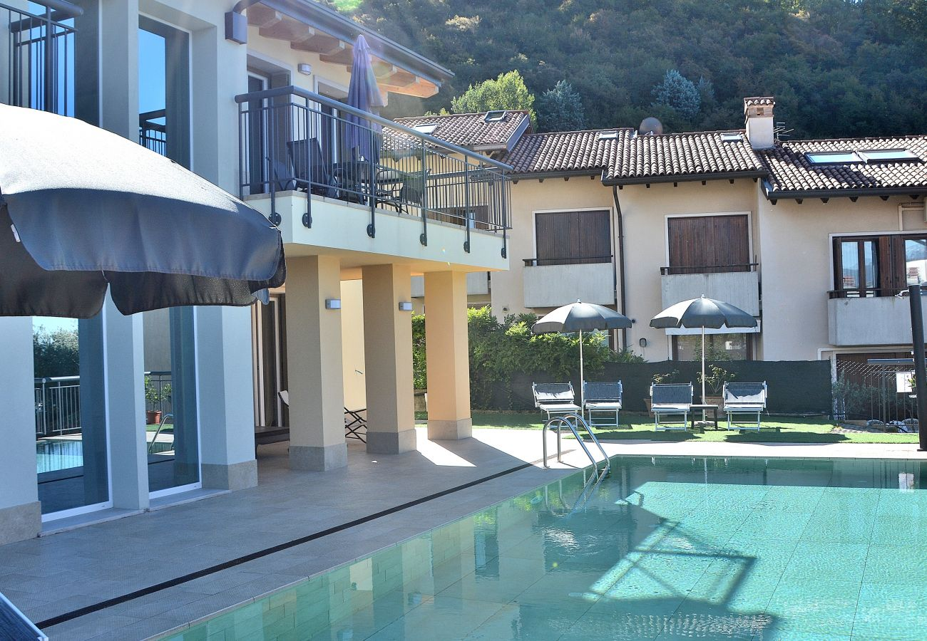 Apartment in Torri del Benaco - South House With Pool And Lake View