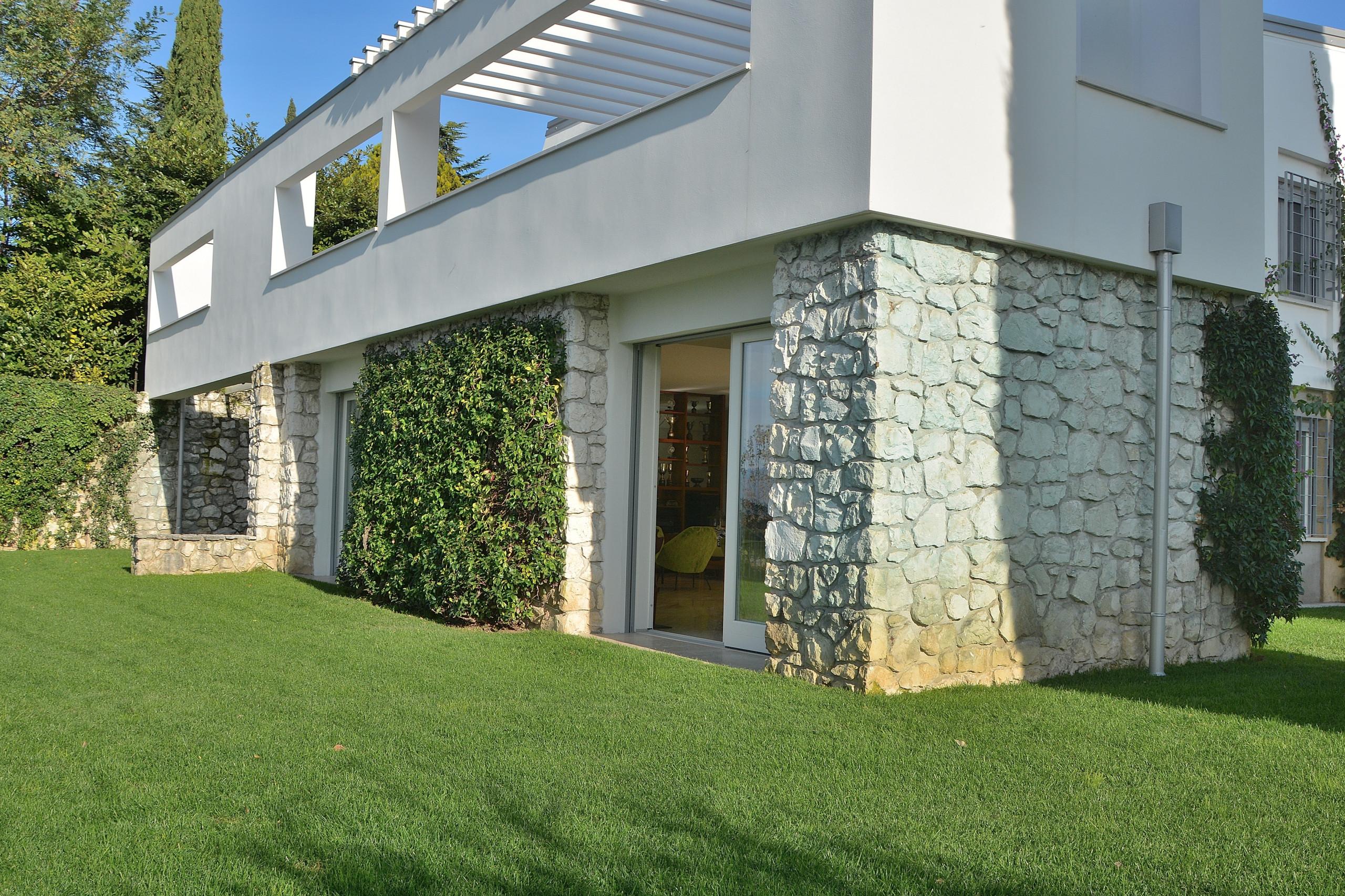 Villas in bardolino villa giardino degli ulivi with pool for Il giardino degli ulivi monteviale