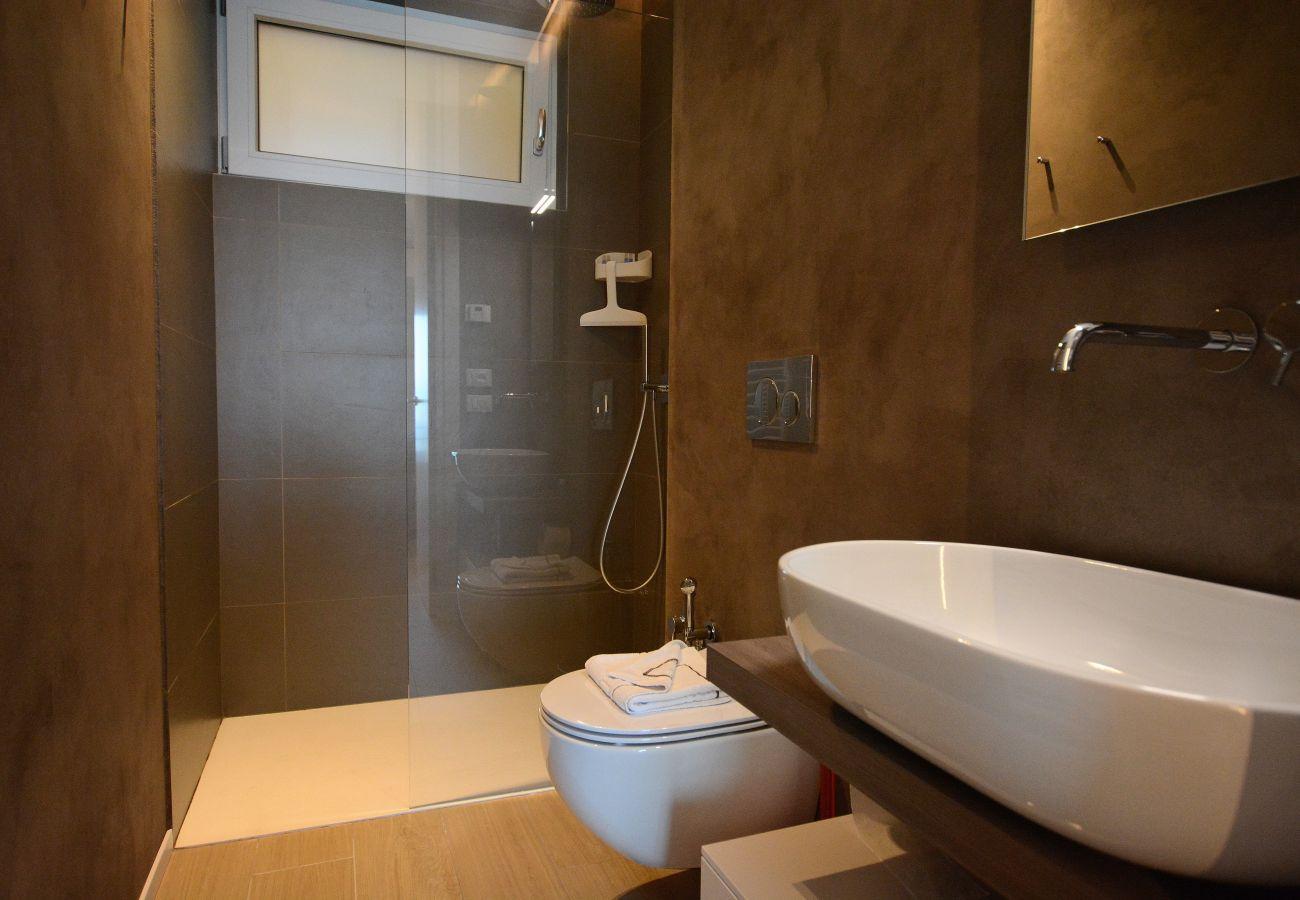 Apartment in Torri del Benaco - Leonardo Walsh Apartment With Lake View